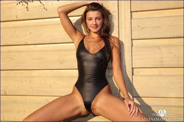 melena-rya-black-bikini-03